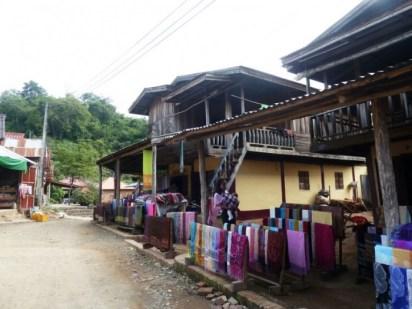 Laos, Luang Prabang, village près de la grotte de Pak Ou