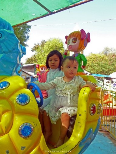 Enfants jouant à Mandalay