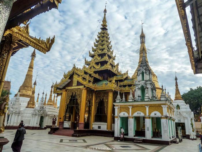 Myanmar, La Pagode Shwedagon et ses Pagodons