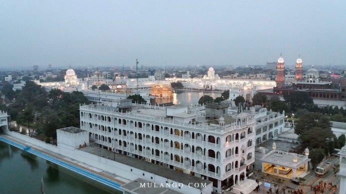Amritsar, le Ramgahia Bunga , au loin