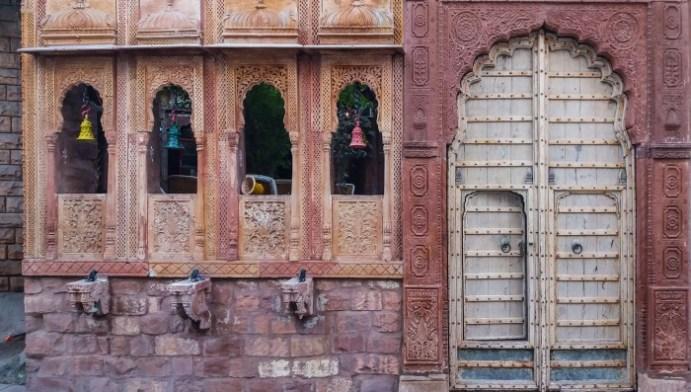 Jodhpur Inde,détails de façades, les sculptures y sont abondantes.