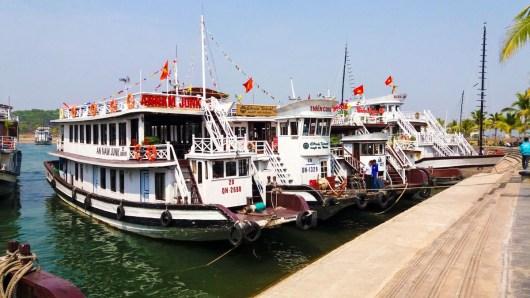 Embarcadère des Jonques sur la baie d'Halong Vietnam