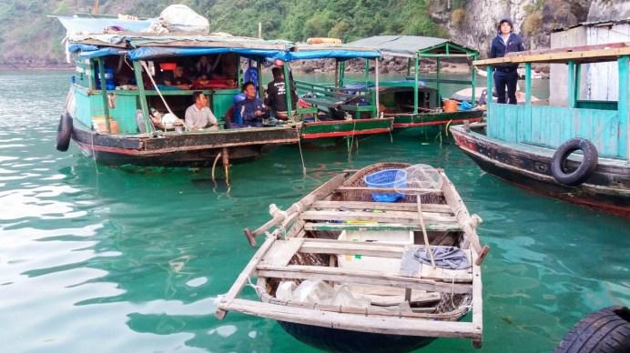 Village flottant de la Baie d'Halong Vietnam