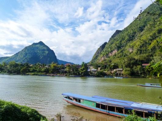 Vue sur la Nam Ou à Nong Khiaw au Laos