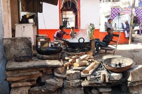 La cuisine de rue à Bundi