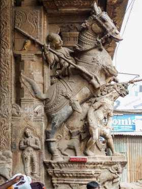 Scupltures d'un temple transformé en marché à Madurai