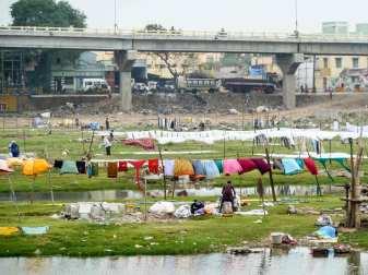 La vie sur le fleuve Vaigai à Madurai