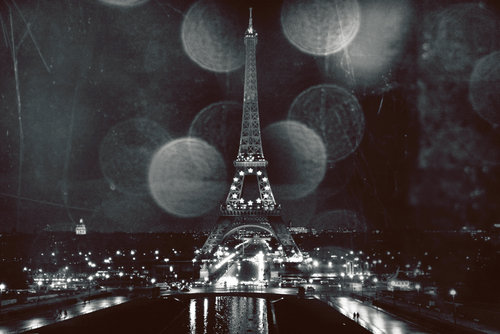 aged-eiffel-with-lights-and-dots