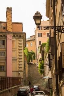 Quem tem pés, sobe escadas em Roma!