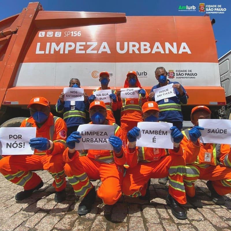 Os perigos diários enfrentados pelos agentes de limpeza urbana nesta pandemia