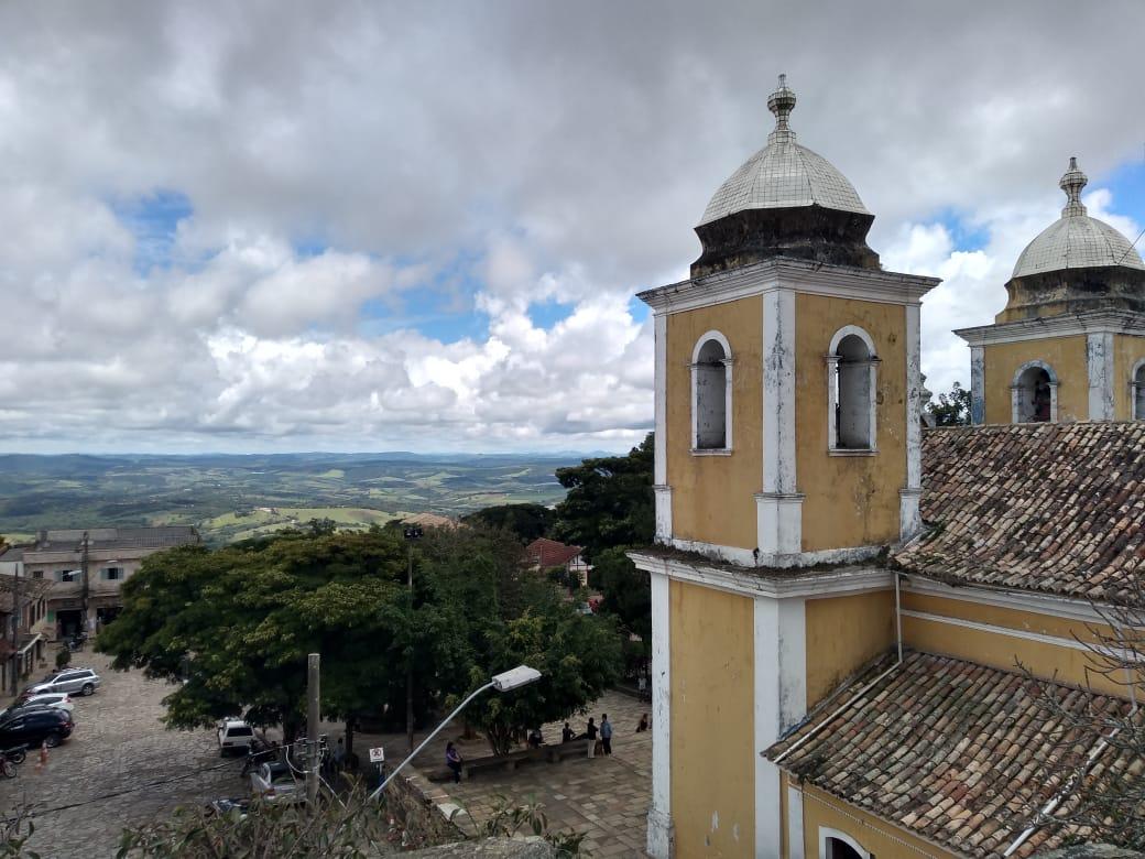 Exemplo no combate ao coronavírus no início da pandemia, São Tomé das Letras volta a receber turistas com barreira sanitária