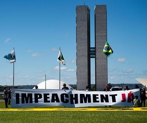 Os dois lados do impeachment