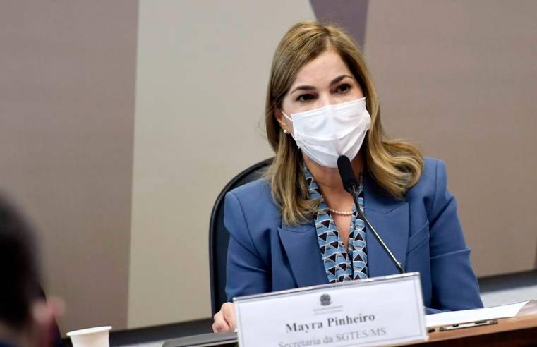 'Capitã cloroquina' dispara absurdos