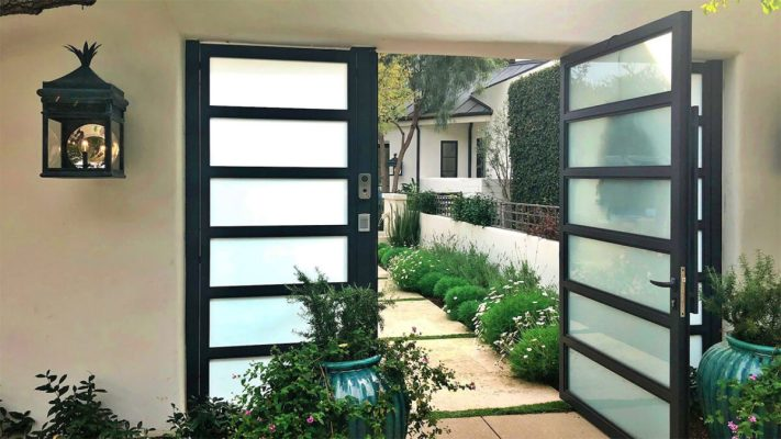 Glass and aluminum entry gate