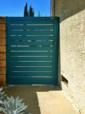 Green Specialty aluminum side entry gate