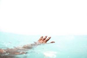 السباحة في البحر في المنام