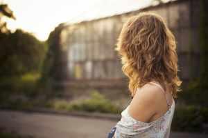 تفسير صبغ الشعر في المنام للعزباء