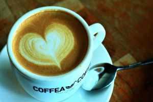 تفسير حلم شرب القهوة للعزباء
