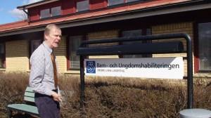 Besök på Habiliteringen i Örebro innan påsk, men Habiliteringschef Kenneth Karlsson hade redan tagit påskledigt