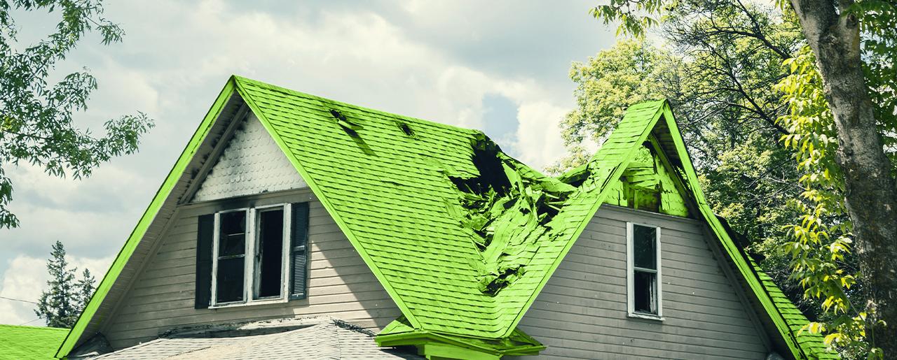toit de maison abîmé suite à une tempête