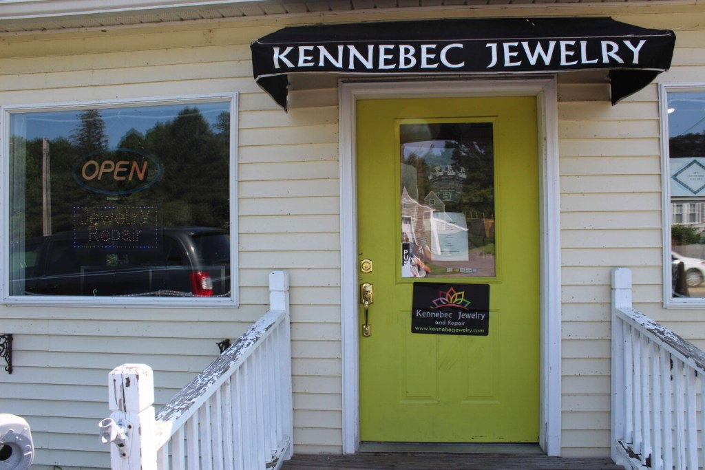 Kennebec sheriff's office: More than $100,000 in jewelry stolen in Farmingdale robbery | Lewiston Sun Journal