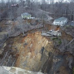 Landslide_Homes_Collapse_97355
