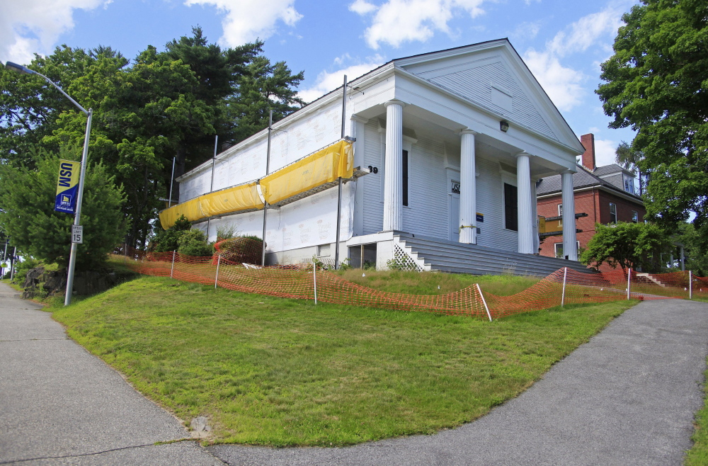 Work on USM's art gallery on the Gorham campus will resume, since critics are satisfied that the historical integrity of the Greek Revival structure won't be compromised.