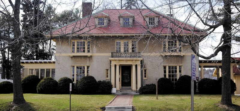 State officials are willing to sell the Gannett House in Augusta to the newspaper publisher's family.