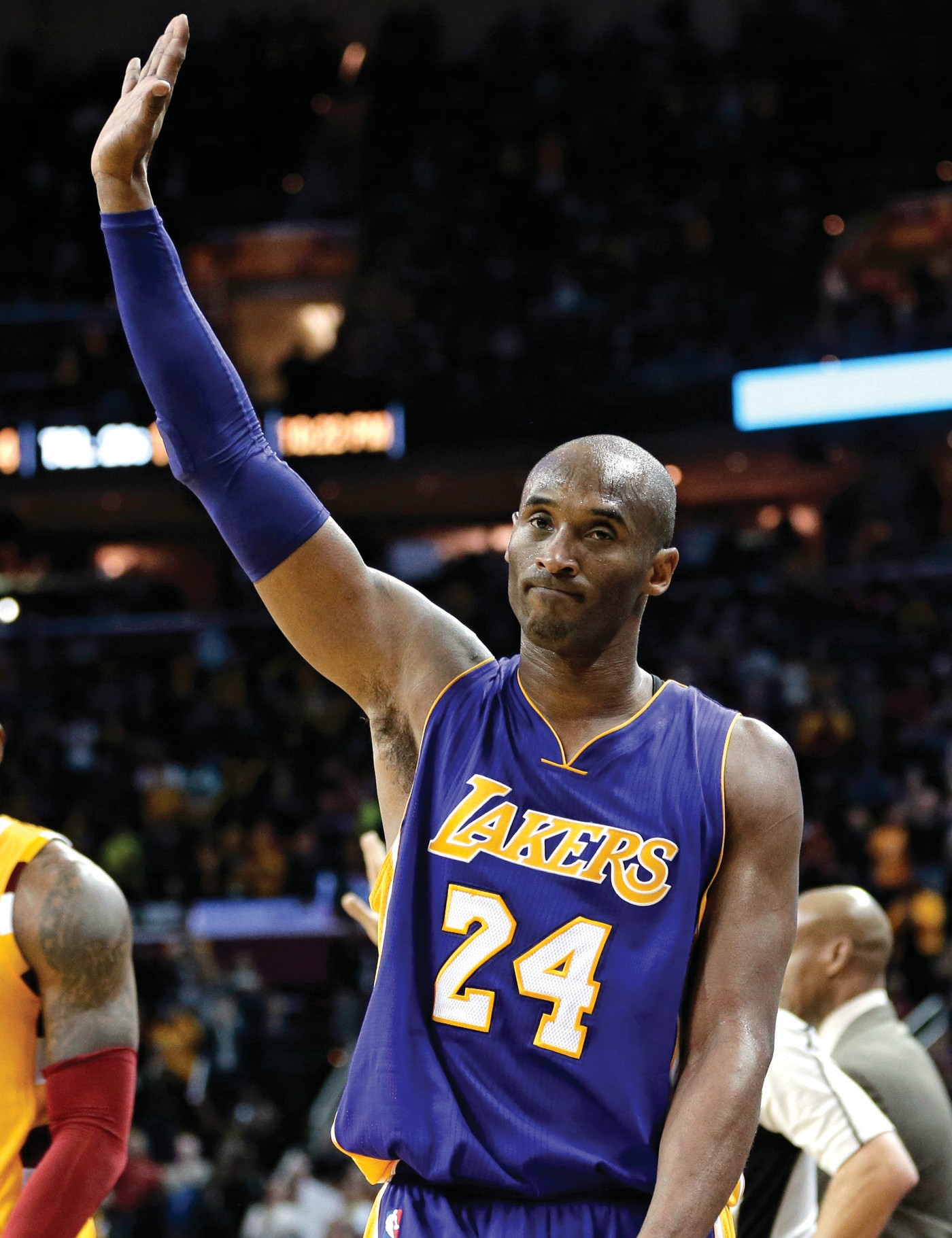 Los Angeles Lakers' Kobe Bryant, right, waves to the crowd as he leaves the game in the second half on Wednesday at Cleveland.