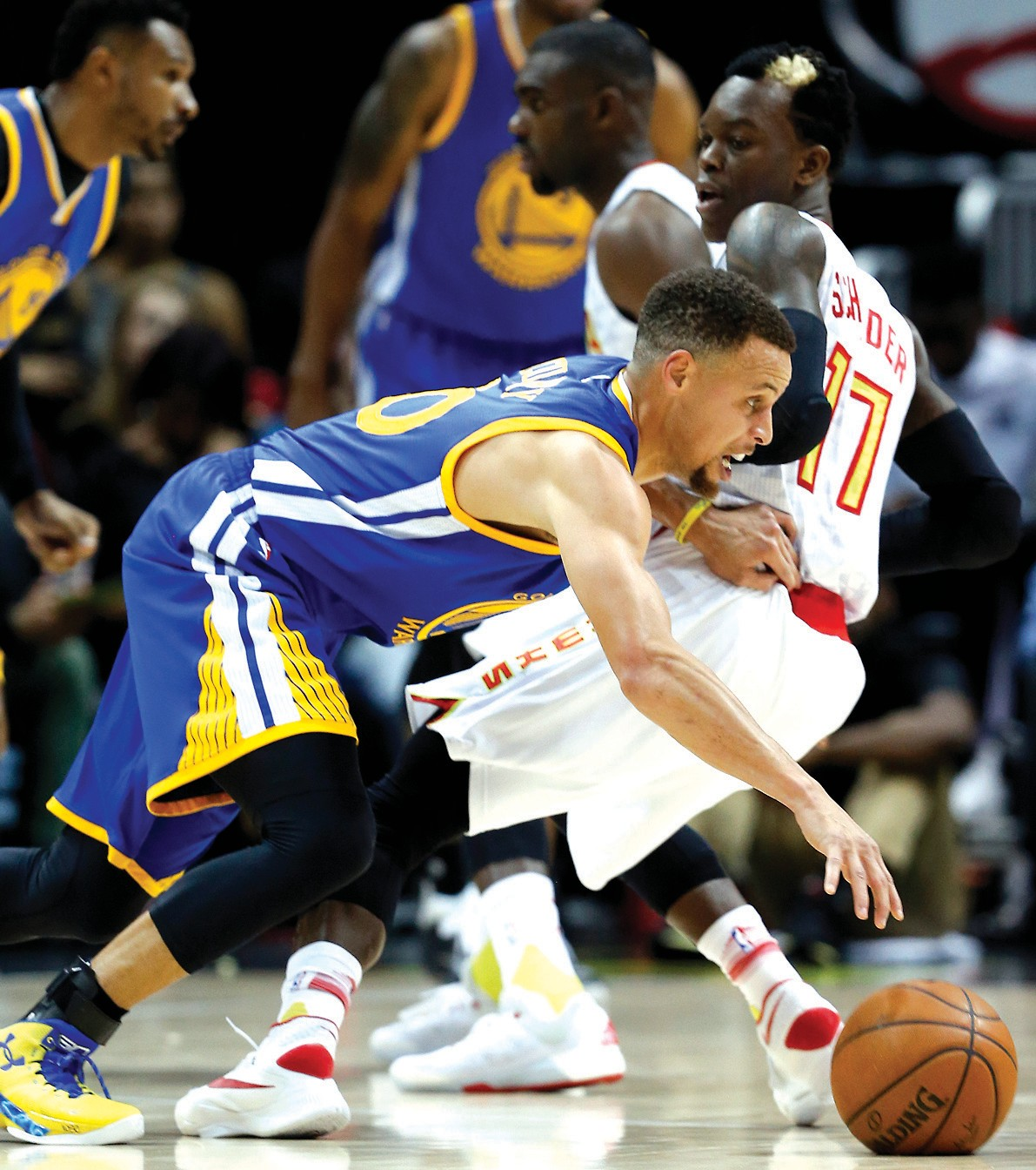 Golden State Warriors guard Stephen Curry (30) drives against Atlanta Hawks guard Dennis Schroder (17) in the first half on Monday.