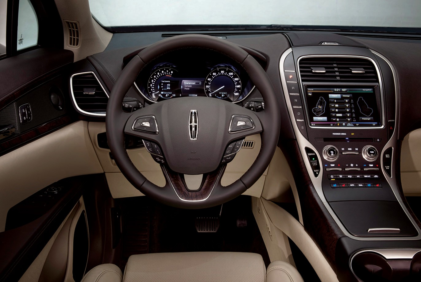 The 2016 Lincoln MKX is luxurious, inside and out.