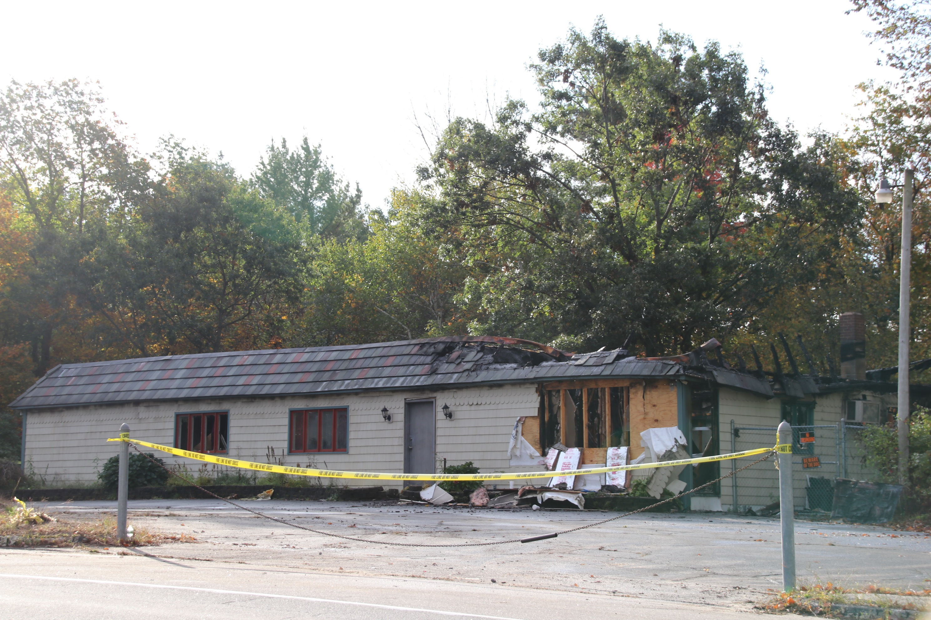 This commercial building at 122 Sanford Road in Alfred was damaged by fire, which broke out Friday evening. No one was injured. The office of the State Fire Marshal is investigating. TAMMY WELLS/Journal Tribune