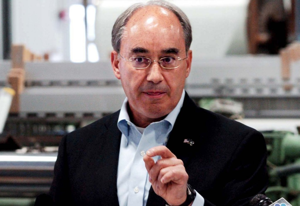 Maine's Second District U.S Rep. Bruce Poliquin talks a good game when it comes to opposing deficit spending, but his votes tell a different story. Apparently the congressman wants to have it both ways.