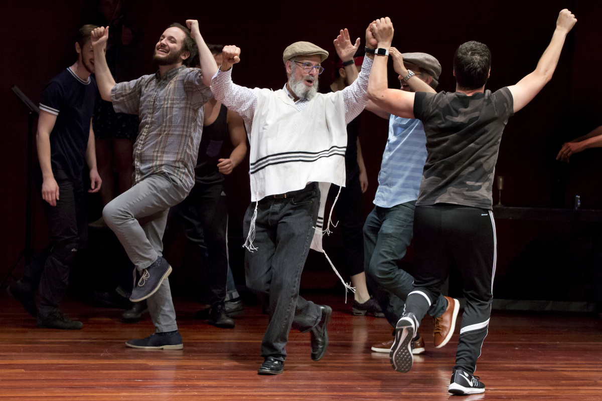 Fiddler on the Roof' going back to its roots with Yiddish