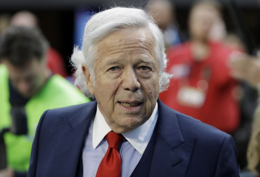 Florida prosecutors have offered New England Patriots owner Robert Kraft a plea deal on charges of soliciting prostitution.