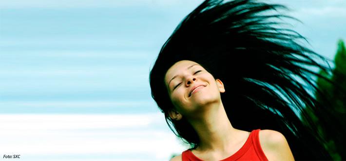 Fisioterapia para os cabelos: Técnicas podem tratar queda