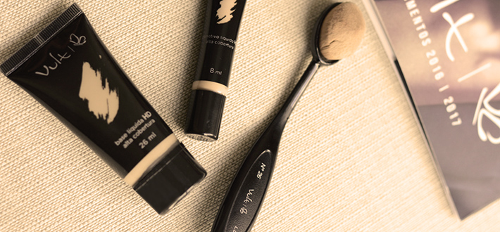 Como usar pincéis de escova na maquiagem