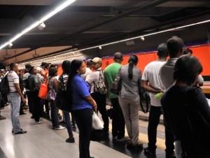 Una falla eléctrica en la Segunda Línea del Metro de Santo Domingo afectó el servicio de transporte la tarde de este lunes desde el tramo de la avenida Ortega y Gasset hasta el puente de la 17.