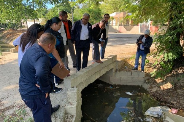 » Ministro encabeza fumigación en Villa González