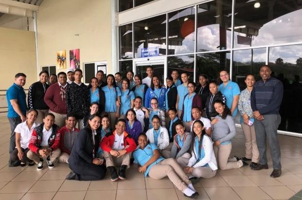 » Estudiantes de centros educativos visitan el Aeropuerto Cibao