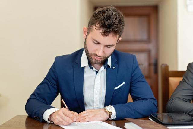 Kiedy umowę należy podpisywać u notariusza?