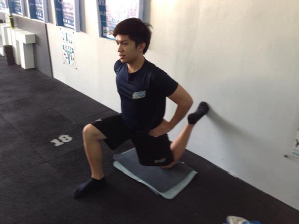 ms_training_18_Quad and Hip Flexor Stretch