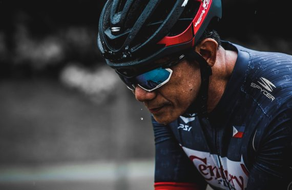 A torn rotator cuff didn't stop this triathlete from chasing…