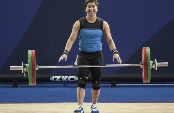 Hidilyn Diaz lifts spirits through online weightlifting donation drive