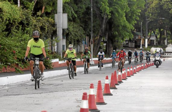 MMDA puts up bike lanes along EDSA in preparation for…