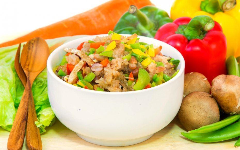 Bien rincer le riz noir avant la cuisson, puis ajouter de l'eau froide et laisser au frais pendant au moins 5 heures.