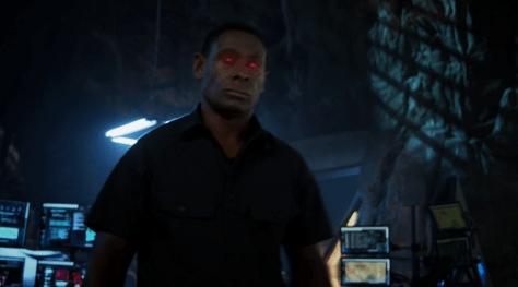 """""""אז לא רק אני רואה רובוט אדום?"""""""
