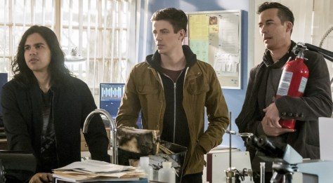 the-flash-season-3-i-know-who-you-are-image-3