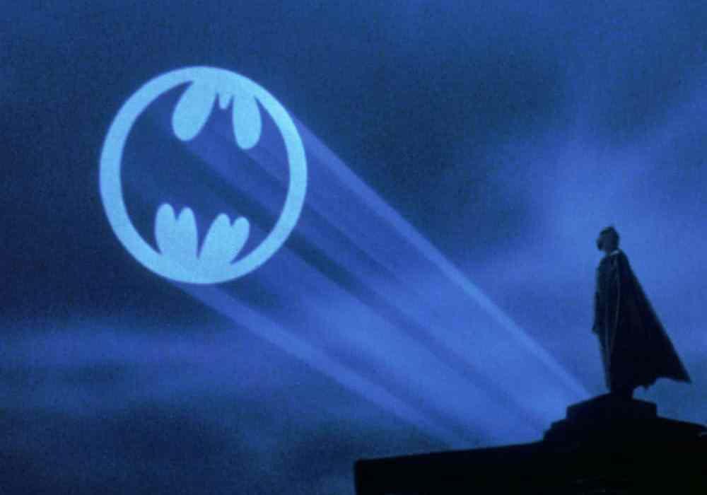 Batman-batsignal-featured