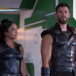 Tessa-Thompson-Chris-Hemsworth-Thor-Ragnarok
